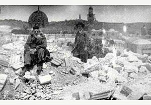 בית חרב ברובע היהודי, אחרי רעידת האדמה הגדולה של 1927. צילום: וויקיפדיה