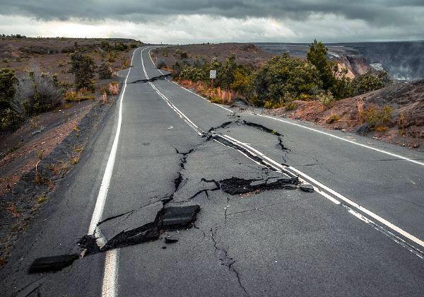 ניידים מבוססי אנדרואיד יהפכו למיני-סיסמוגרפים ויתריעו אודותיה. רעידת אדמה. צילום אילוסטרציה: BigStock