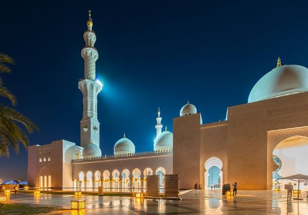 מסגד שייח' זאיד, מסמלי אבו דאבי. צילום: BigStock