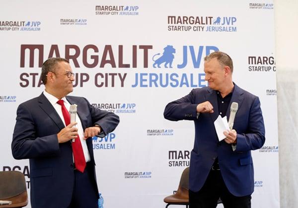 """מימין: אראל מרגלית, מייסד ויו""""ר קרן JVP ומרגלית סטארט-אפ סיטי, משה ליאון, ראש עיריית ירושלים. צילום: יח""""צ"""