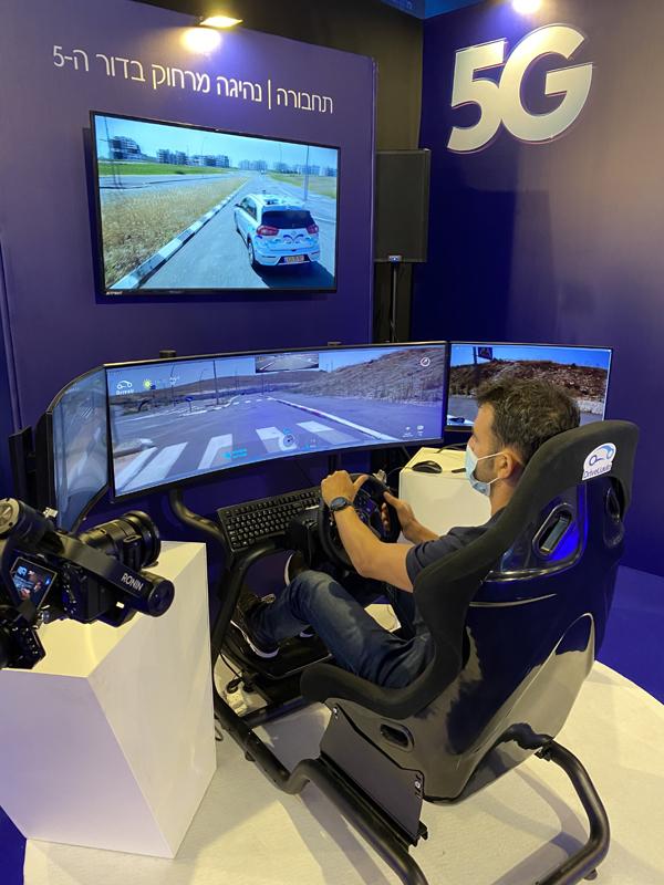 """נהג מרוחק נוהג ברכב בטלאופרציה, על בסיס הטכנולוגיה של DriveU.auto. צילום: יח""""צ"""
