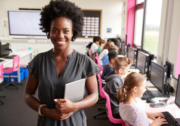 בכל הקשור לתקשוב בתי הספר, הנהלת משרד החינוך היא זו שצריכה להיכנס לכיתה ולהכין שיעורי בית. אילוסטרציה: BigStock