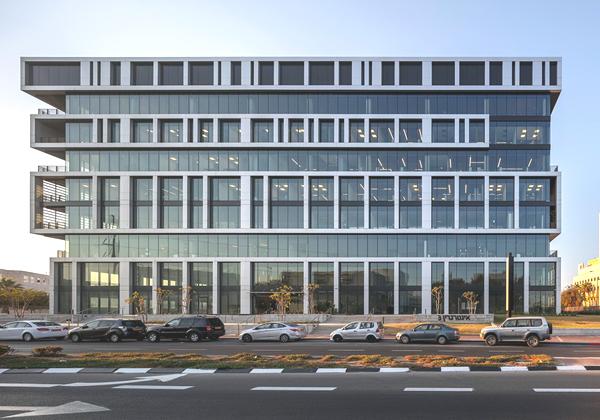 הבניין שטרה סקיי עוברת אליו - בניין אינטרגרין 3 בפתח תקווה. צילום: עוזי פורת
