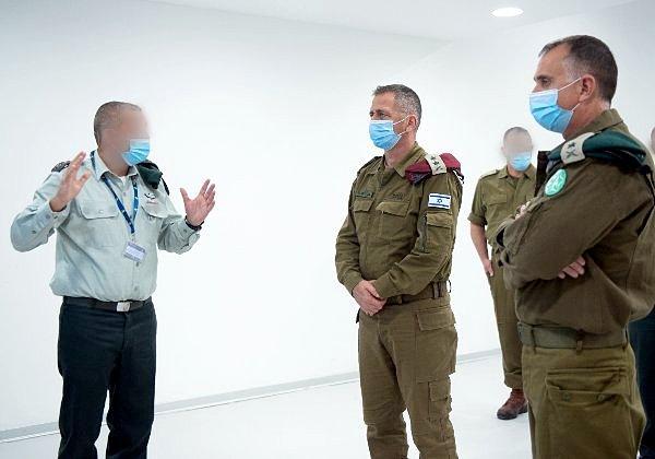 """מימין: אלוף תמיר הימן, ראש אגף המודיעין, הרמטכ""""ל, רב אלוף אביב כוכבי. צילום: דובר צה''ל"""