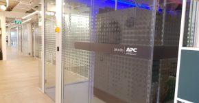 פתרונות דטה סנטר של APC במתחם הדמו החדש של שניידר אלקטריק. צילום: ג'רלדין רוסנטל