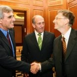 הנמר זוכר: עומדים בתור כדי ללחוץ את ידו של ביל גייטס