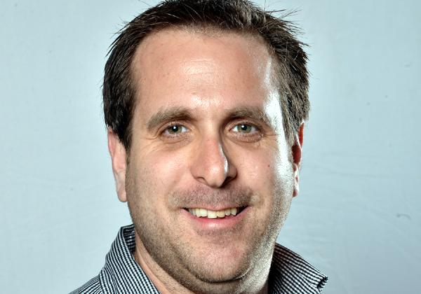 """אופיר שמרי, מנהל מחלקת מערכות ערוצי לקוח באגף טכנולוגיות מידע בקופת חולים מאוחדת. צילום: יח""""צ"""