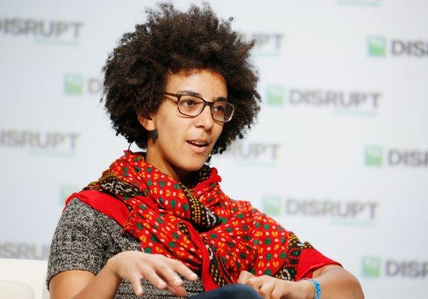 """חוקרת ה-AI שפוטרה, ד""""ר טימניט גברו. צילום: ויקיפדיה"""