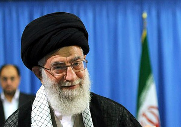 האייתוללה עלי חמינאי, המנהיג הרוחני של איראן. הוא יכול לגלוש כמה שהוא רוצה, האזרחים לא. צילום: מתוך ויקיפדיה