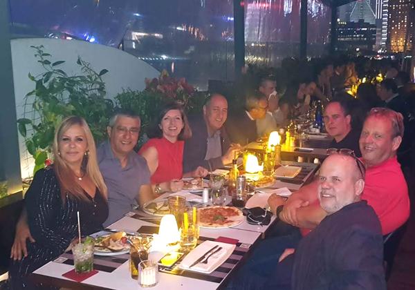 הרבה כנסים ועבודה, אבל חשוב גם הפאן. זוהי תמונה מארוחת ערב עם חברים טובים בשנחאי בנבובמר 2019, ממש לפי שהקורונה הפסיקה להיות רק שם של בירה. צילום פרטי