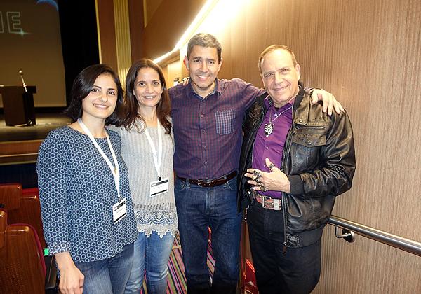 """מימין: פלי הנמר, יזם ומנהיג אנשים ומחשבים, מוטי גוטמן, מנכ""""ל מטריקס, וצוות השיווק של החברה. צילום: ניב קנטור"""