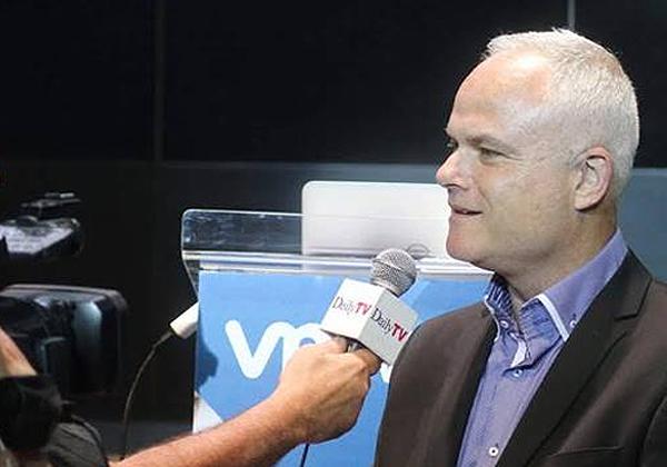 רענן ביבר בראיון ל-DailyTV, באחד הכנסים של אנשים ומחשבים. צילום: ניב קנטור