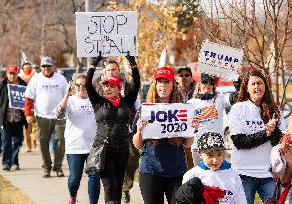 """תומכי טראמפ במחאה קודמת. """"הבחירות נגנבו"""". צילום: BigStock"""