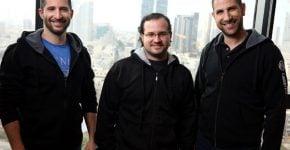 אמיר אליחי, יוני יוטסון ואלכס דיזינגוף, ממייסדי קארביין. צילום: אבישי פינקלשטיין