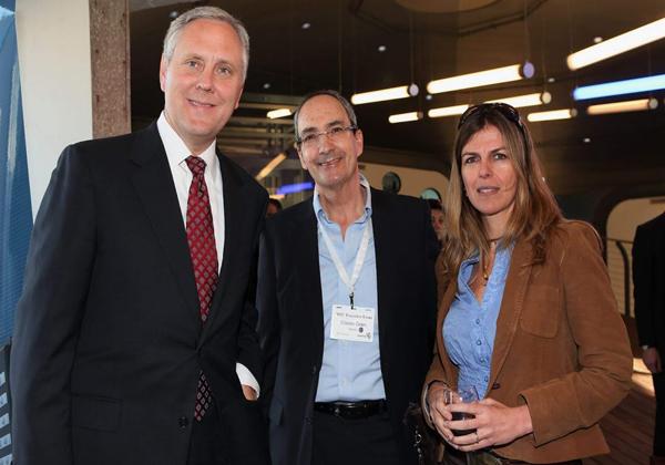 """באירוע BMC מ-2011, עם בוב ביצ'אמפ, מנכ""""ל BMC ועמית שאתו נשמר קשר עד היום, וגילי רון, שהייתה אז סמנכ""""לית השיווק של מטריקס. צילום: קובי קנטור ז""""ל"""