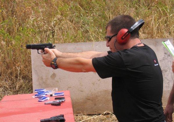 לא מאמינים אז בבקשה גם תחרות ירי באקדחים. צילום: פלי הנמר