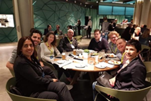 עם משלחת העיתונאים בברצלונה ודליה הקוסמת אחת (2019). צילום: פלי הנמר