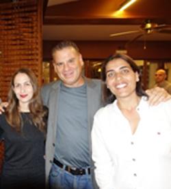 """מימין: ליז רוזנבלט, שמוליק ענתבי, דירקטור בכיר לאזור MEE ב- VMware, וקרני מהרש""""ק, מנהלת שיווק אזורית ME ב-VMware. צילום: פלי הנמר"""