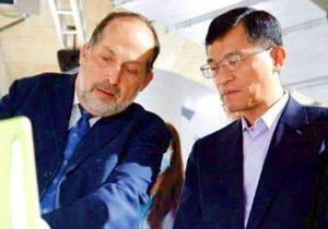 """מימין: הו צין-צאנג, מנכ""""ל מינהל החברות הקטנות והבינוניות (SMEA) של משרד הכלכלה (MOEA) בטיוואן, ורני שיפרון, מנכ""""ל חברת הייעוץ הישראלית הלתייר גלוב ומנהל התכנית בישראל. צילום: i2i"""