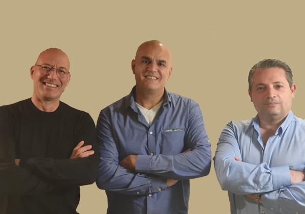 """מימין:אלכס רצ'סטר - סמנכ""""ל חדשנות בפליקן טק, דניאל לביא - שותף מייסד בריבייב-סק,שי ברודצקי - מנכ""""ל פליקן-טק.צילום: אמה ברודצקי"""