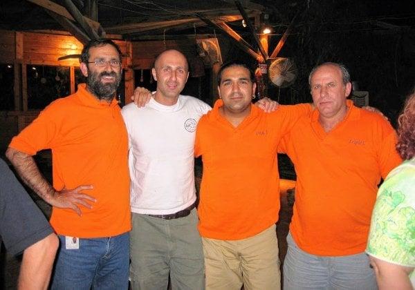 ארבעת הגברים הג'יפאים של צוות טריפל C בבעלותו של רמי נחום משמאל. צילום: פלי הנמר
