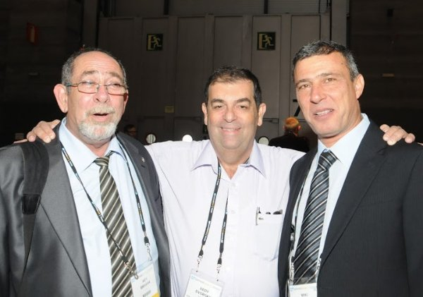 """דדי דבורסקי עם אייבי ברכה, מנהל ה-ERP בתע""""א (שהפך לחותנו לימים), ומנכ""""ל סאפ, בכנס סאפ. צילום: קובי קנטור ז""""ל"""