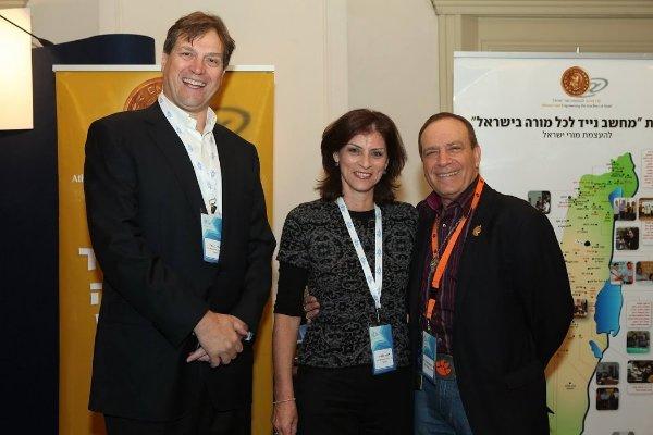 יחד עם דפנה תמיר, מנהלת התכניות של קרן אתנה