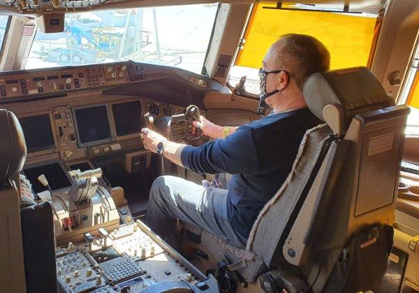 פלי הנמר בתא הטייס של ה-777