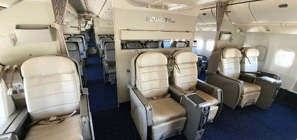 זיכרונות יפים מימים אחרים: מחלקת העסקים ב-787 מהטיסות הטרנסאטלנטיות. צילום: פלי הנמר