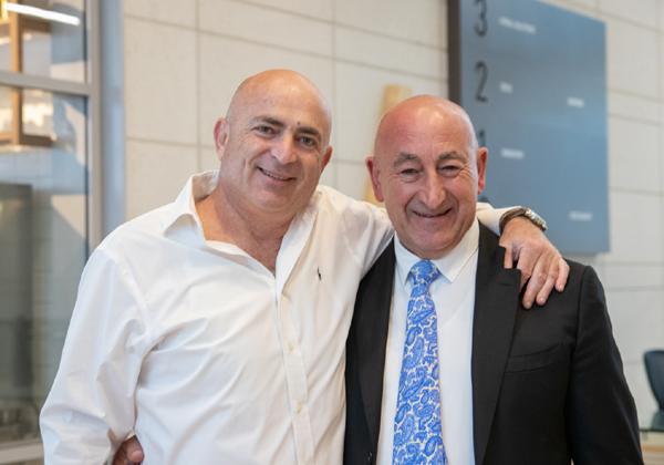 משה דוידוביץ', ראש מועצת מטה אשר, ואחמד דבאח, ראש מועצת דיר אל אסד. צילום: בר גוטהר
