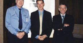 """פרי גונן (משמאל) ואנשי בורלנד: לודוויק נווה – מנהל מכירות למזה""""ת, מרטין ראים מצוות הטכנולוגיה. צילום: פרטי"""