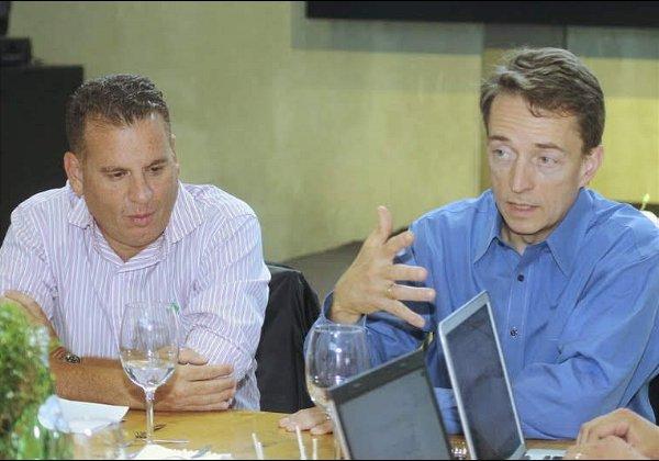 """שמוליק ענתבי ופט גלסינגר, מנכ""""ל VMware לשעבר. צילום: פלי הנמר"""