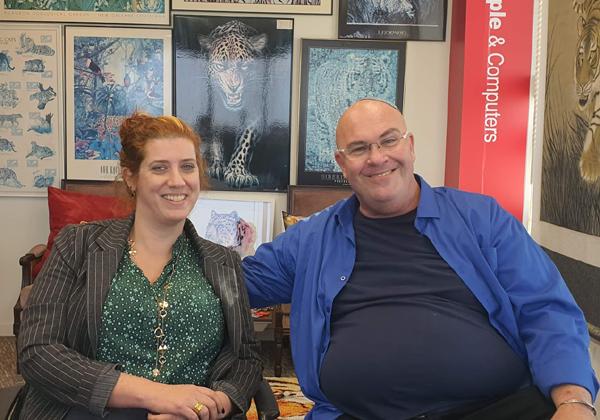 באו לבקר במאורת הנמר: מימין - מיי (מיטל) ברוקס-קמפלר ואורן ברט מהלנה. צילום: פלי הנמר