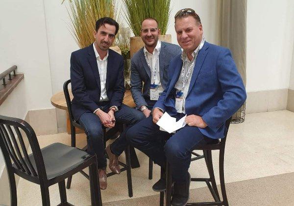 תמונת צוות מנצח – אני עם שלומי אביב, שמנהל את הפעילות של VMware בישראל ואלי שקד שעבר לתפקיד ניהולי בכיר בסניף האמריקני. צילום: פלי הנמר