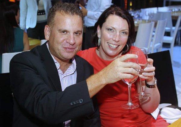 סונדרין ואני – מרימים כוסית לחיים לאחר כנס מוצלח בברצלונה. צילום: פלי הנמר