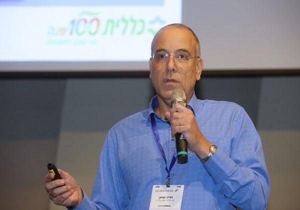 דורון יצחקי מרצה באחד הכנסים של אנשים ומחשבים. צילום: ניב קנטור