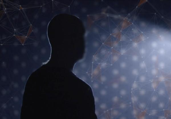 """''הבוט האנושי''. צילום מסך: """"פייק ניוז - תעשיית השקרים"""", קשת 12"""