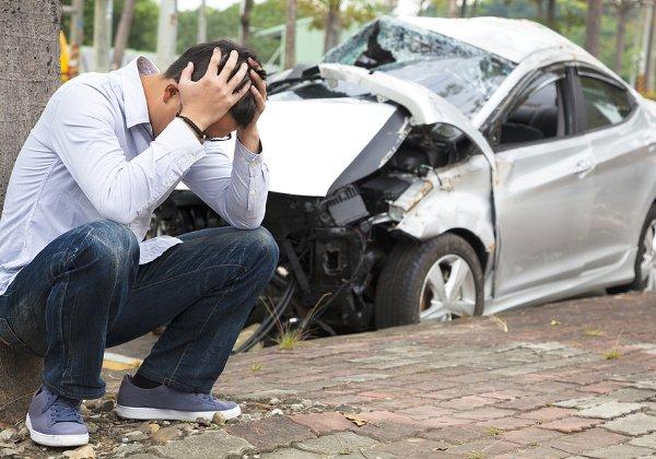 לא להיוותר לבד בשטח. מבוטח אחרי תאונה. צילום אילוסטרציה: BigStock
