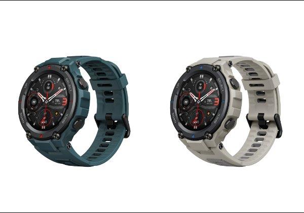 """שעוני Amazfit T-Rex Pro של הומאי בגווני אפור מדבר וכחול פלדה. צילום: יח""""צ"""