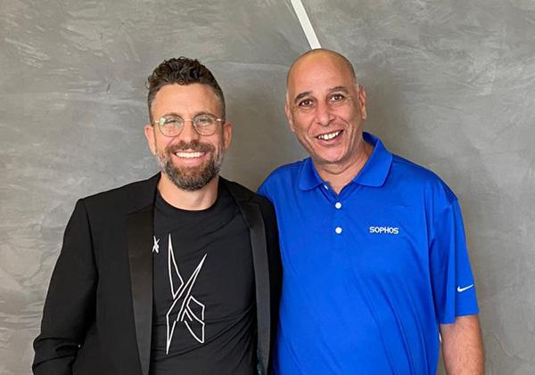 מימין: דורון כחילה, מנהל פעילות סופוס בישראל, ורהב רוזנטל, מנכ״ל אופק טכנולוגיות. צילום: אופק טכנולוגיות