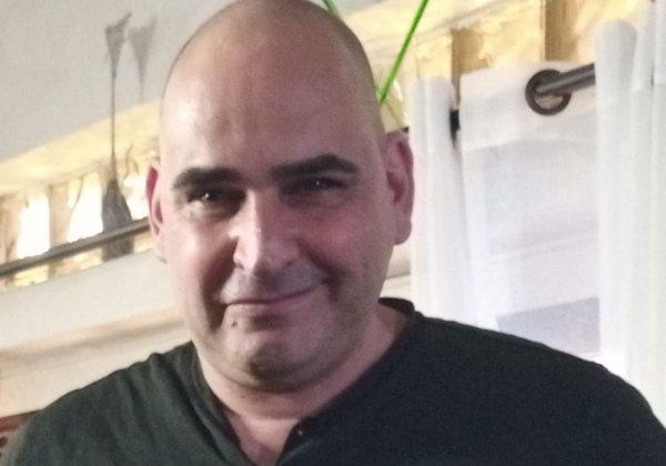 """ניר דרעי, """"מר אטארי"""", מנהל את קבוצת retro computers, הגיע לדבר על שיקום מחשב Dragon32. צילום: פלי הנמר"""