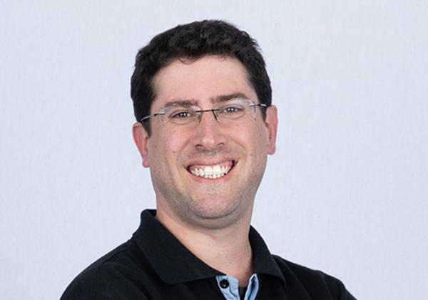 """רנן חלק, מייסד משותף ומנכ""""ל ואסט דטה. צילום: שיווק ואסט דאטה"""
