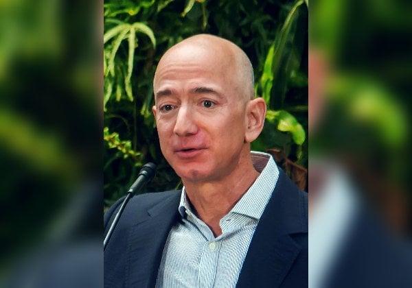 """שוב מכר ממניותיו בחברה. ג'ף בזוס, מנכ""""ל אמזון. צילום: ויקיפדיה"""