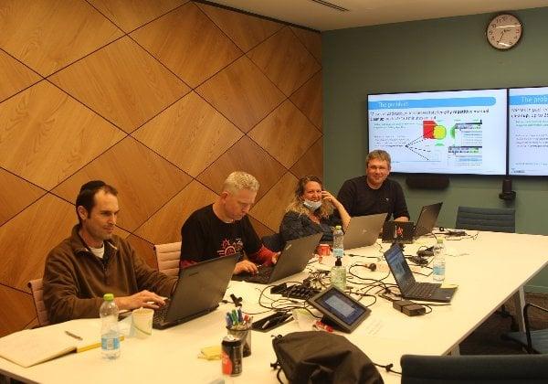 צוות מקבוצת Frontline, שעוסק בתוכנות לתכנון מעגלים מודפסים. צילום: מיכאל בריסמן