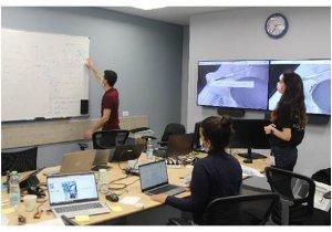 הצוות המנצח שהתמקד בחיזוי חכם של 'מלאי מת' באמצעות AI. צילום: מיכאל בריסמן
