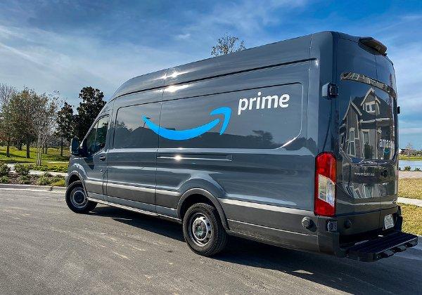 מאות משלוחים ביום לנהג. משאיות המשלוחים של אמזון. צילום אילוסטרציה: BigStock