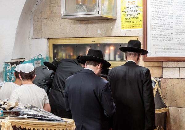 חרדים מתפללים בקבר רבי שמעון בר יוחאי בהר מירון, בימים יפים יותר. צילום אילוסטרציה: BigStock