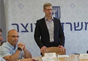 יהלי רוטנברג, החשב הכללי (מימין), וגל אמיר, ראש מינהל הרכש הממשלתי, במסיבת העיתונאים היום (ב'). צילום: יניב הלפרין