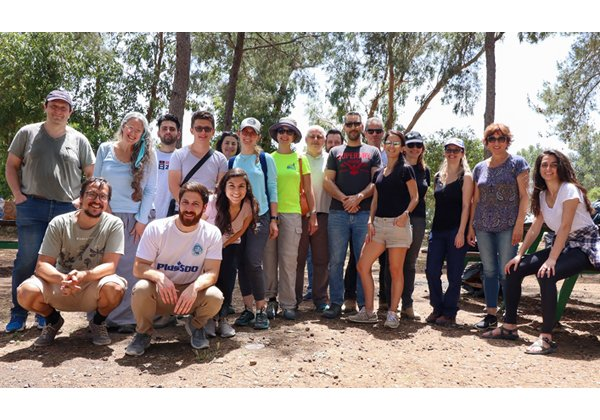 """מתנדבי PTC ביער עופר בהר הכרמל. צילום: יח""""צ"""