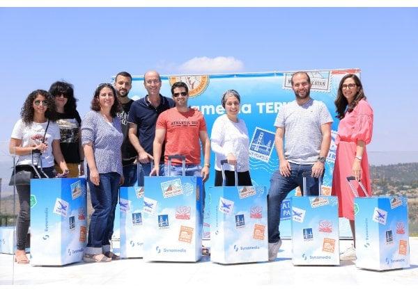 עובדי סינמדיה מקבלים את פני הקיץ. צילום: דמקה – בית הפקה ירושלמי